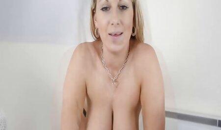 دختر بلوند منفجر سکس با زن دکتر در الاغ تنگ او