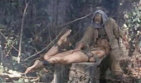 - Davina داکتر سکس دیویس نشان می دهد پاهای سکسی او و می شود