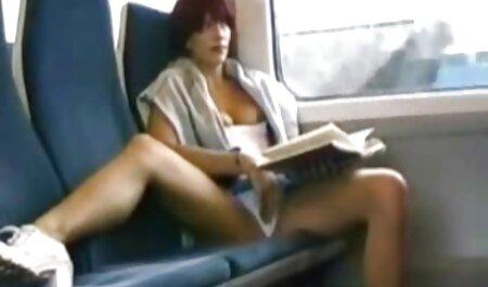 دختر سکس در مطب بادامک سامی نشان می دهد کارتون سکسی او مانند بدن