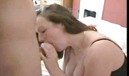 وزرق سکس مریض دکتر برق, مادر دوست داشتنی در جوراب ساق بلند نشان می دهد الاغ
